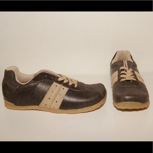 """Passports """"Rocky"""" brown leather sneaker NWOB"""